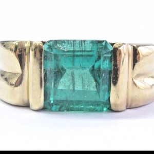 Fine Green Colombian Emerald Yellow Gold Square Em